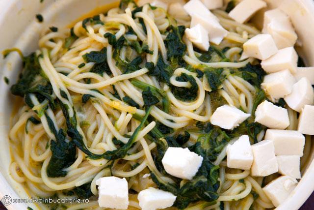 fritatta-cu-spaghetti-si-spanac-3