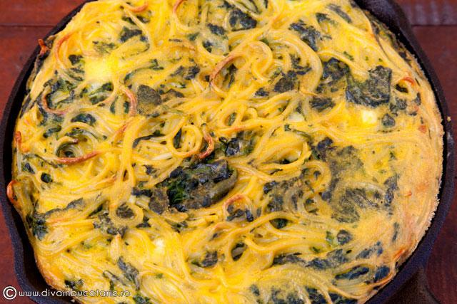fritatta-cu-spaghetti-si-spanac-4