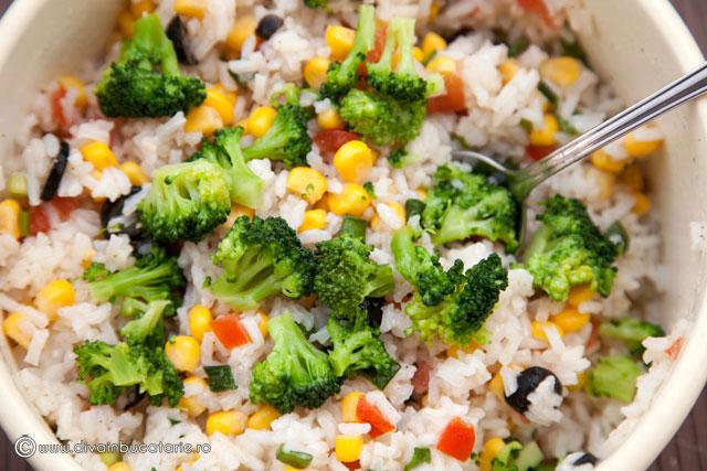 salata-de-orez-cu-porumb-si-broccoli-3