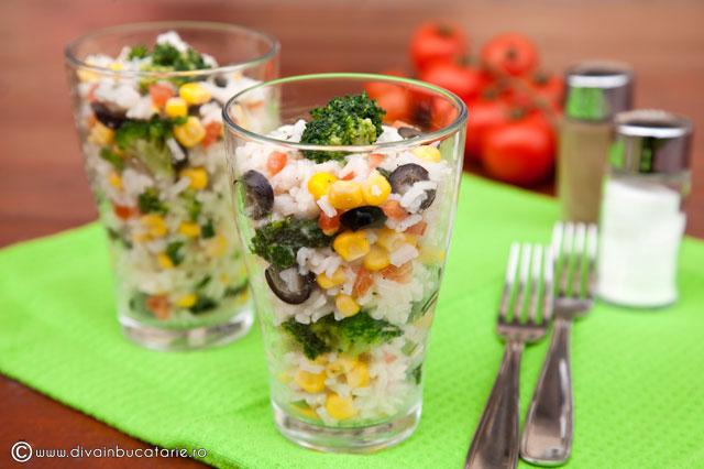 salata-de-orez-cu-porumb-si-broccoli