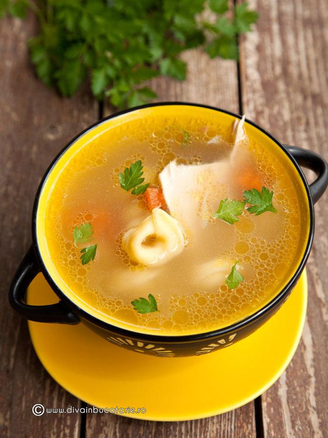 supa-de-pui-cu-legume-si-tortellini