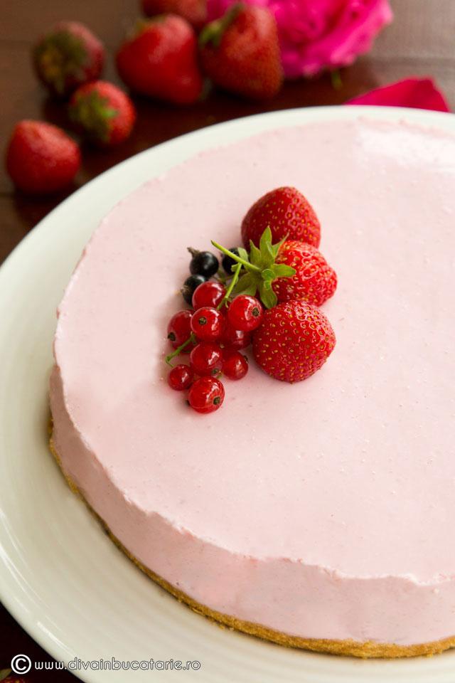 cheesecake-cu-capsune-si-iaurt-0