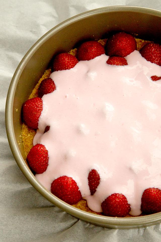 cheesecake-cu-iaurt-si-capsune-3