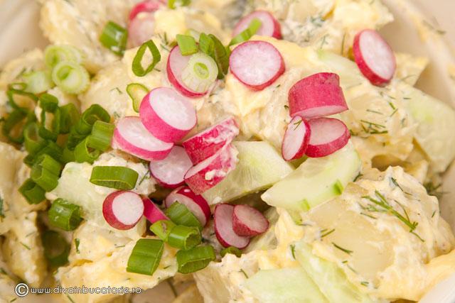 salata-de-cartofi-noi-cu-sos-de-maioneza-si-hrean-2
