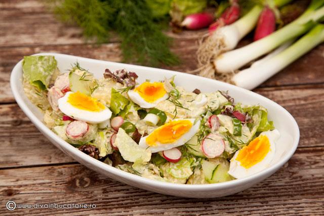 salata-de-cartofi-noi-cu-sos-de-maioneza-si-hrean