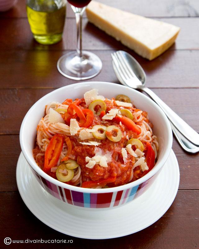 spaghete-cu-sos-napoletan-picant-01-sf