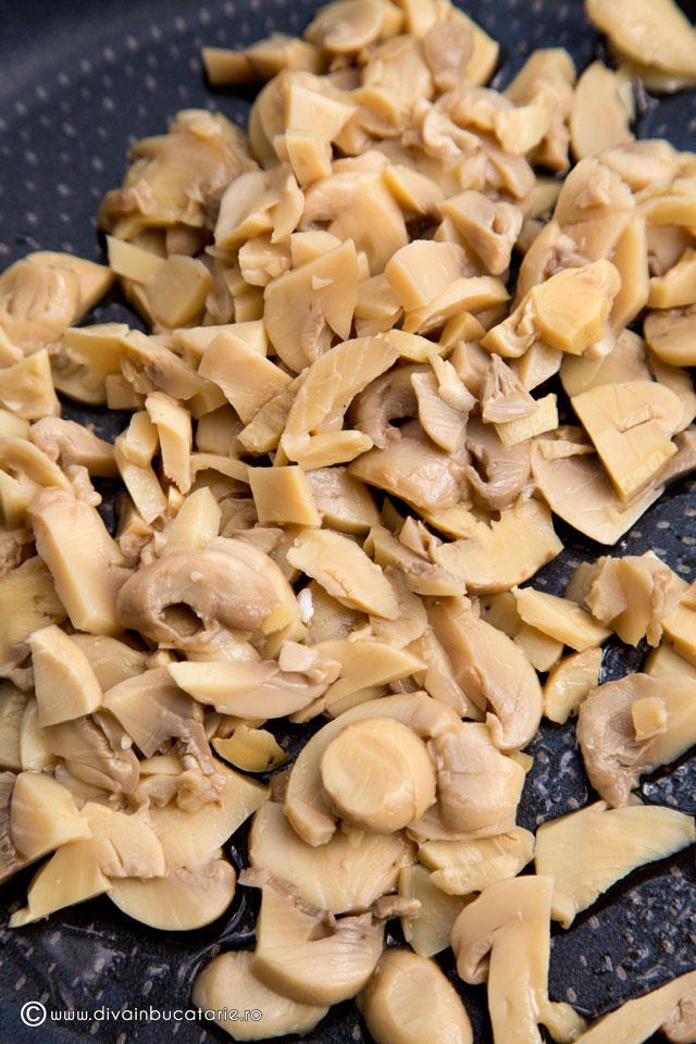 crostini-cu-salata-de-ciuperci-cu-maioneza-2