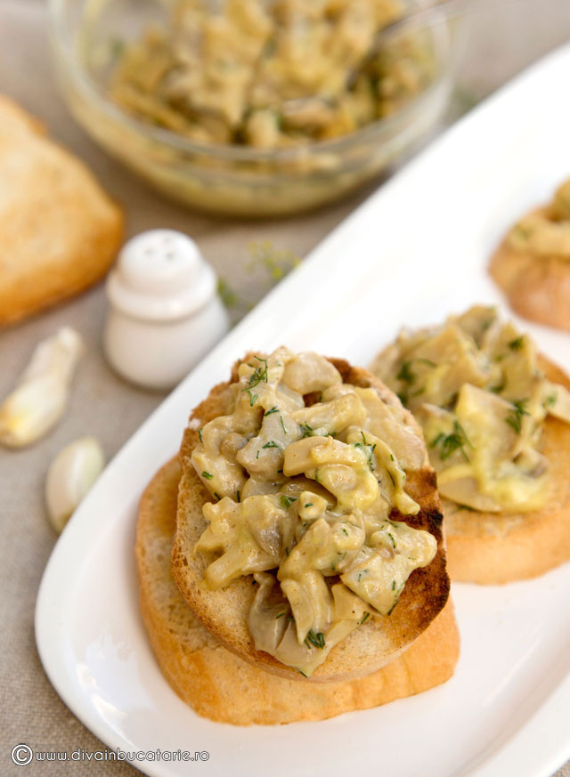 crostini-cu-salata-de-ciuperci-cu-maioneza-divainbucatarie