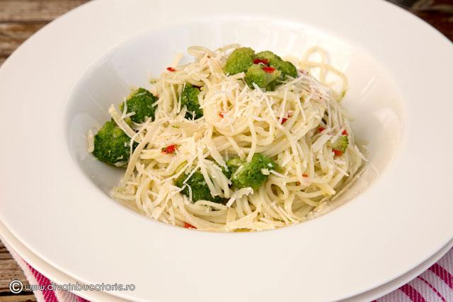 spaghete-aglio,-olio-e-peperoncioni-cu-broccoli-f