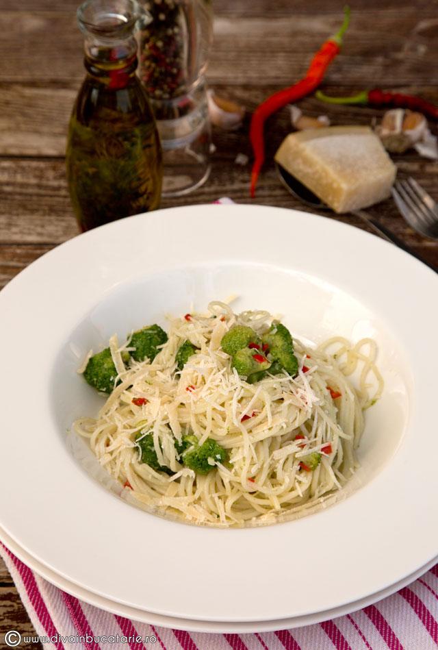 spaghetti-aglio,-olio-e-peperoncioni-cu-broccoli-0