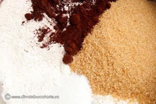 tort-cu-3-straturi-de-ciocolata-1