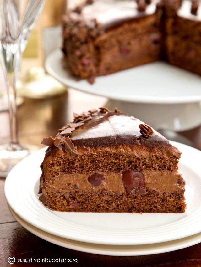tort-de-ciocolata-cu-visine-a