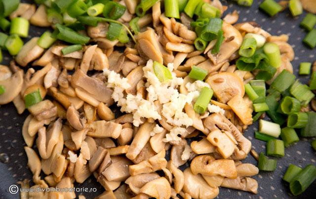 tofu-la-tigaie-cu-porumb,-ciuperci-si-ardei-2