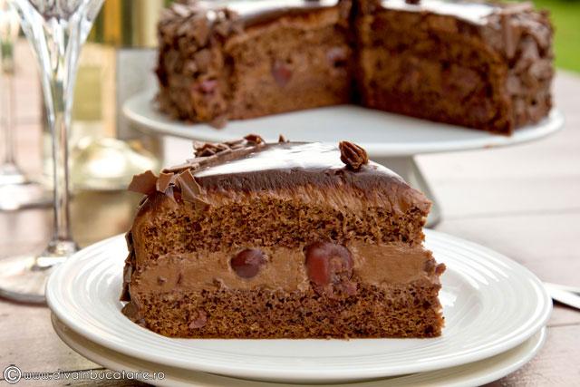 tort-de-ciocolata-cu-visine-b