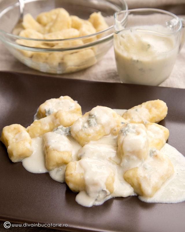 gnocchi-cu-sos-gorgonzola