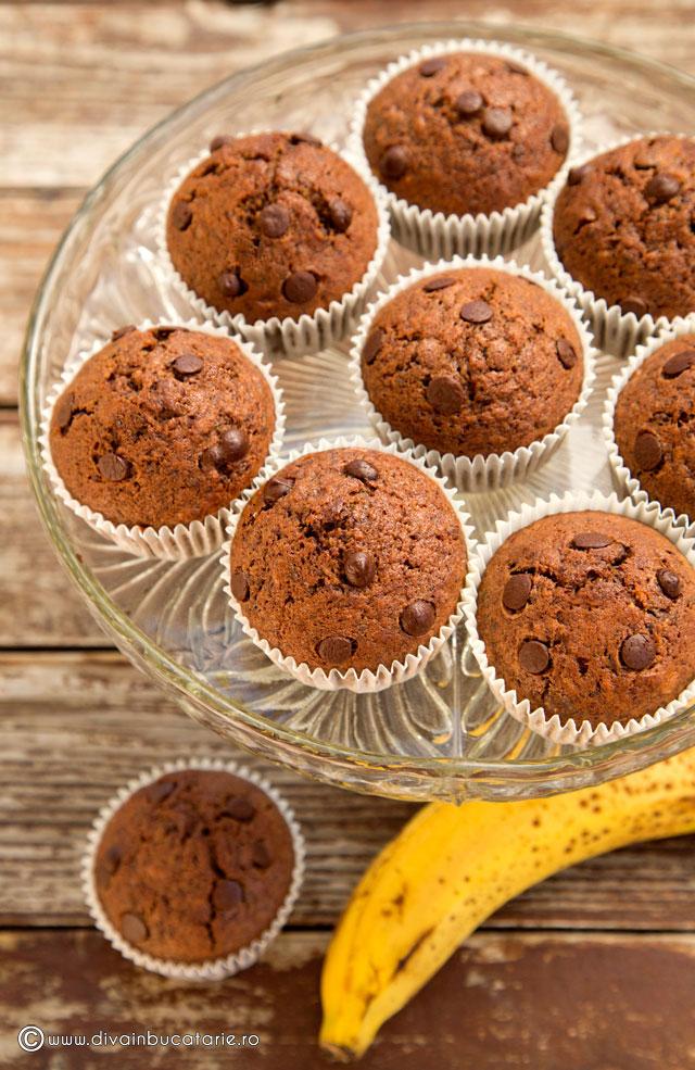 muffins-cu-banane-si-ciocolata-a