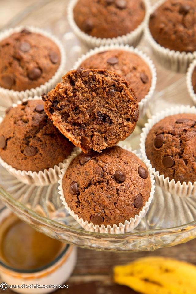 muffins-cu-banane-si-ciocolata-b