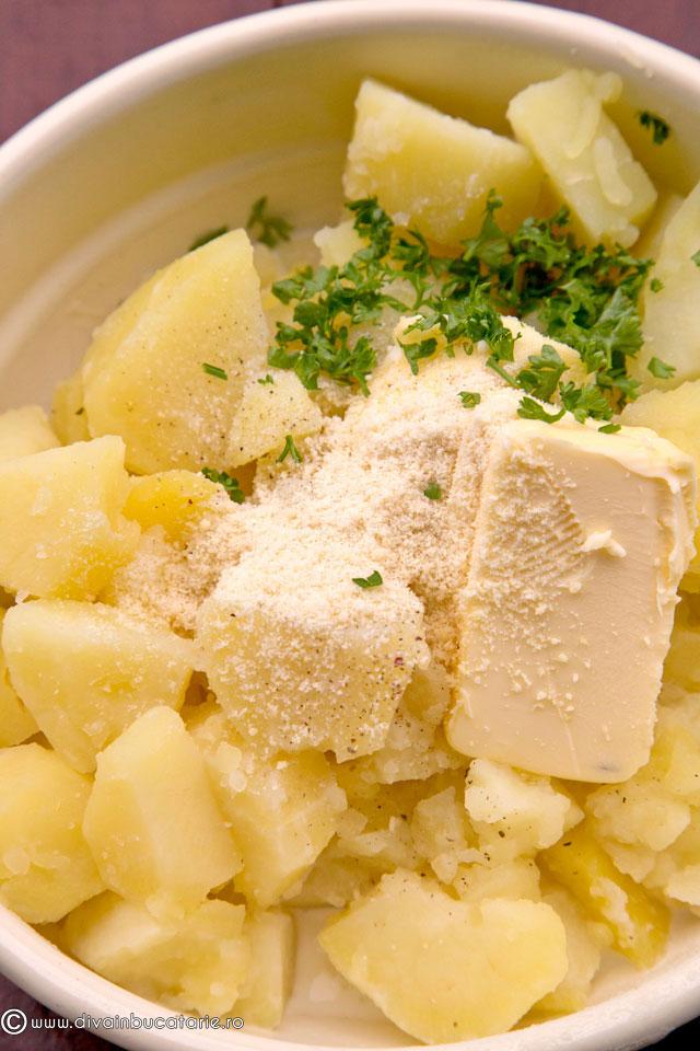 piure-de-cartofi-cu-parmezan-si-patrunjel-2