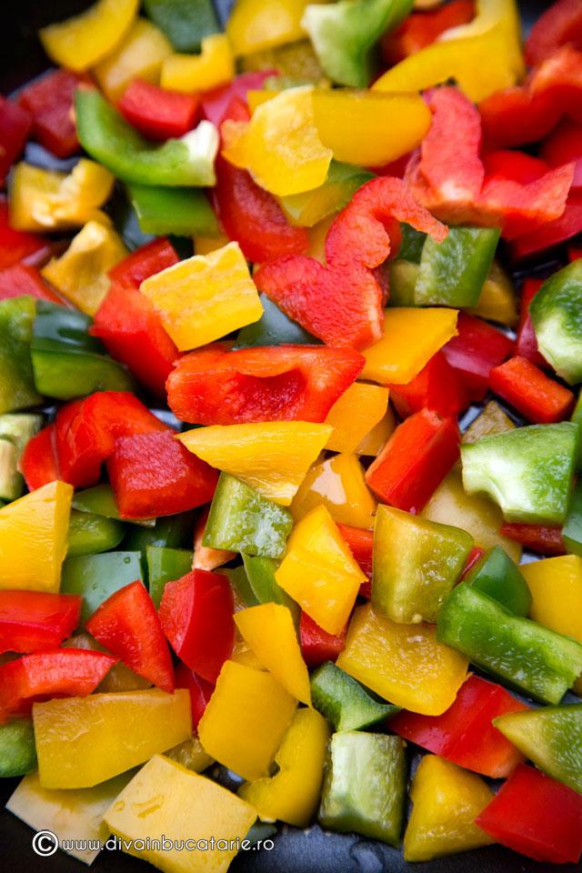 salata-calda-de-conopida-cu-ardei-2