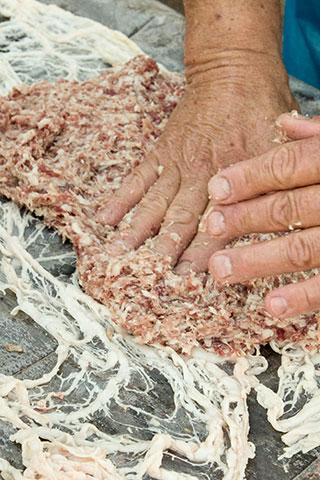 rulada-de-carne-tocata-cu-muschiulet-in-prapur-1a