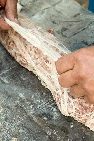 rulada-de-carne-tocata-cu-muschiulet-in-prapur-3a