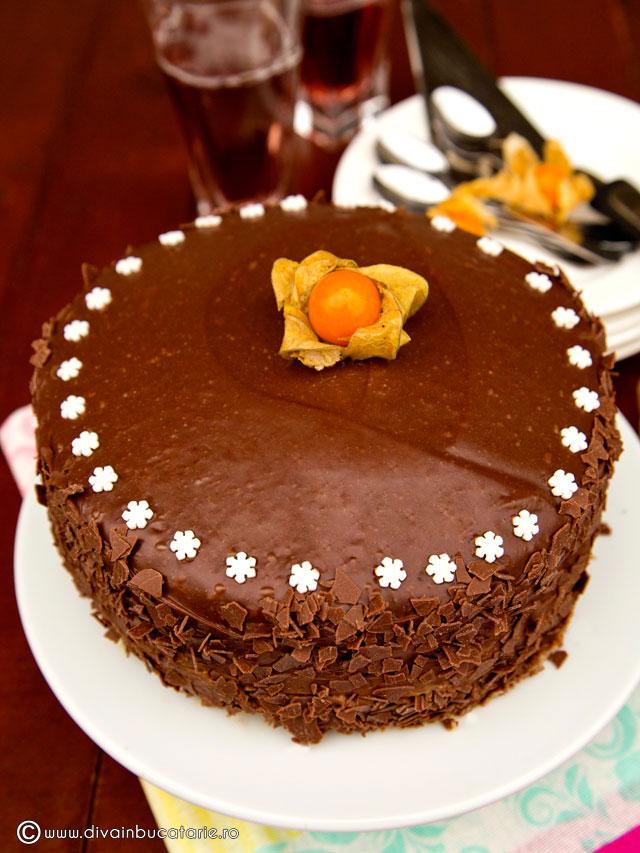 tort-de-ciocolata-cu-miez-de-lapte-0