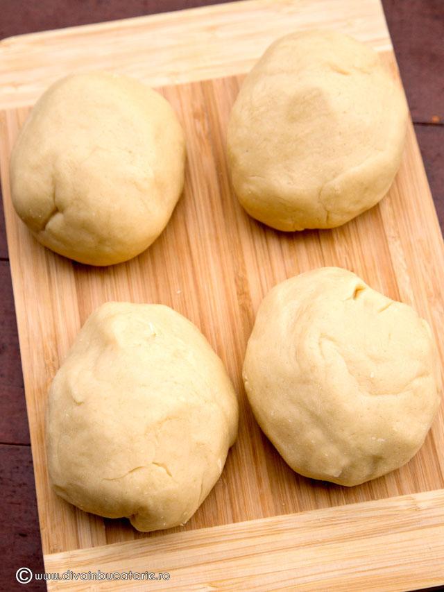 prajitura-cu-foi-si-crema-caramel-3