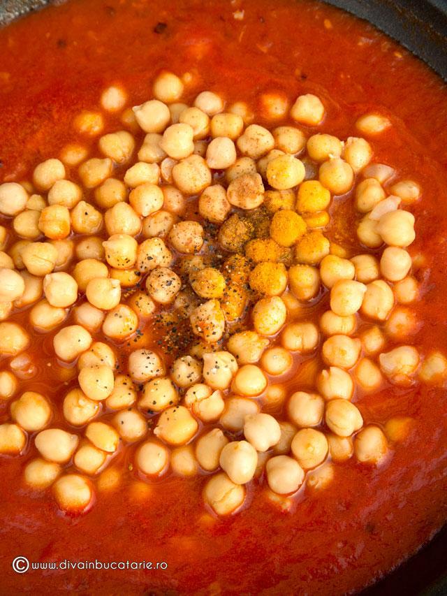 pastrav-cu-sos-picant-de-rosii-si-naut-3