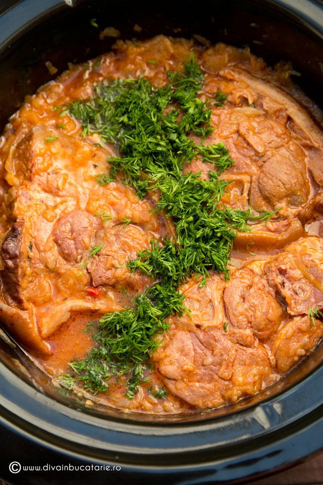 varza-dulce-calita-cu-ciolan-afumat-slow-cook-crock-pot-3