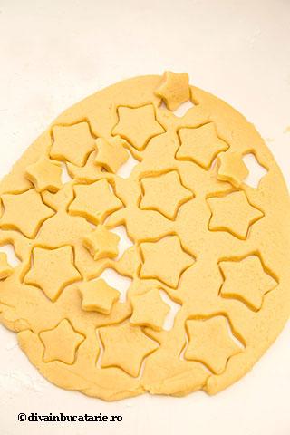 biscuiti-stelute-cu-vanilie-3