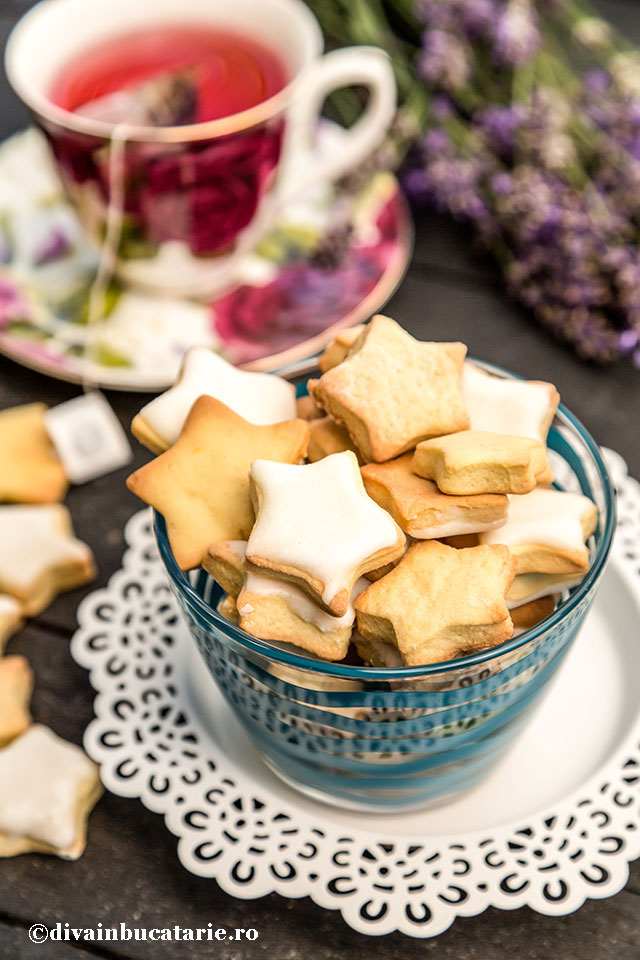 biscuiti-stelute-cu-vanilie