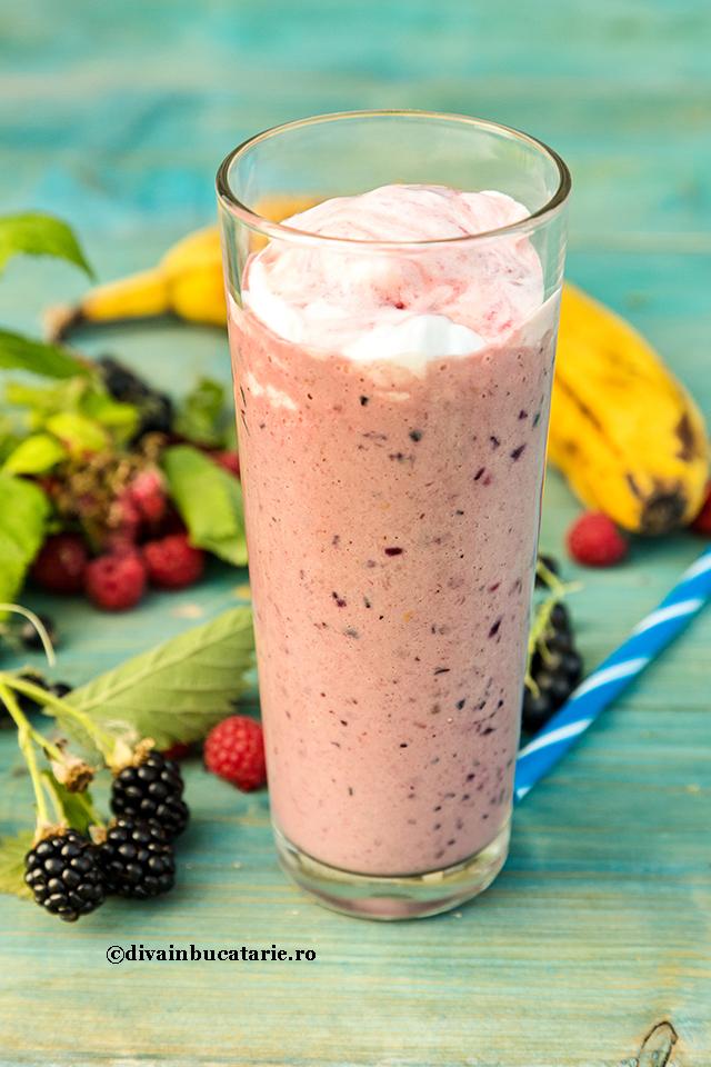 milkshake-cu-frute-de-padure-a