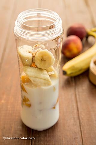 smoothie-de-piersici-cu-banane-1