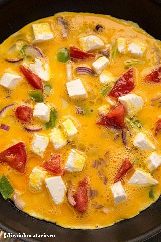 OMLETA-cu-salata-greceasca-2