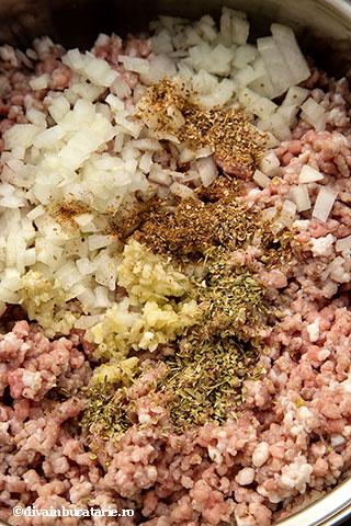 chiftelute-din-miel-cu-orez-si-sos-de-iaurt-1