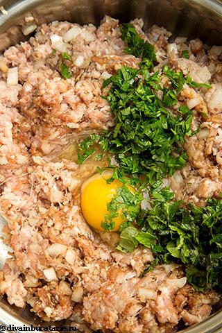 chiftelute-din-miel-cu-orez-si-sos-de-iaurt-2