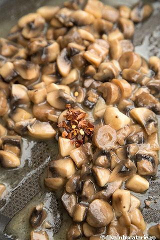 mamaliga-cu-spanac-si-ciuperci-4