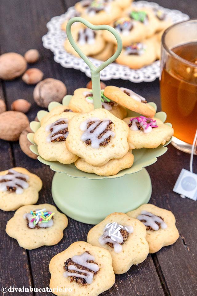 biscuiti-floricele-cu-gem-si-nuca-0
