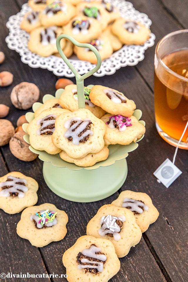 biscuiti-floricele-cu-gem-si-nuca