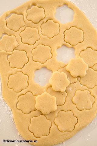 biscuiti-floricele-cu-gem-si-nuci-3