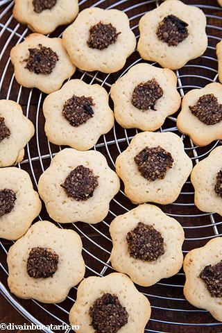biscuiti-floricele-cu-gem-si-nuci-6