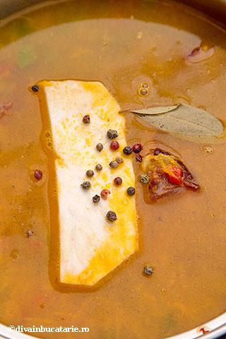 ciorba-taraneasca-de-perisoare-cu-smantana-3