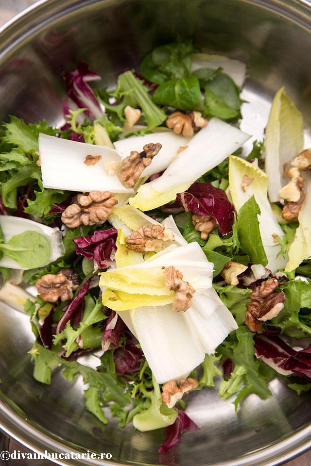 salata-cu-andive-roquefort-si-nuci-1