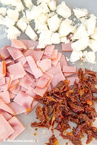 chec-aperitic-cu-branza-de-capra,-sunca-si-rosii-uscate-2