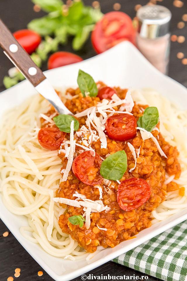 paste-cu-sos-ragu-alla-bolognese-vegetarian-a1