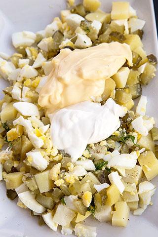 salata-oua-cartofi-castraveti-murati-2