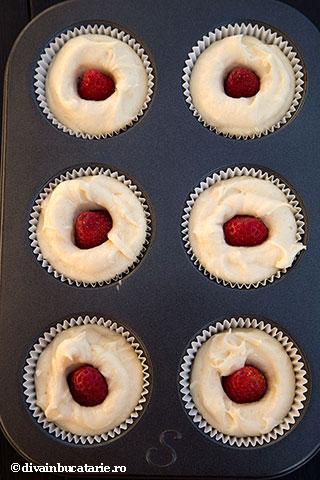 muffins-cu-inima-de-capsune-3