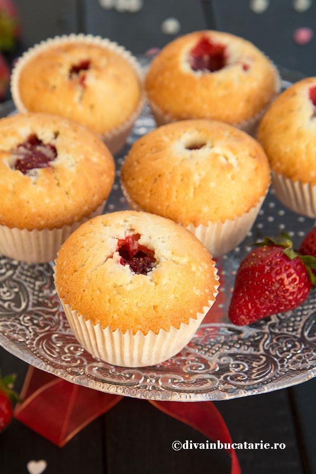 muffins-cu-inima-de-capsune-b