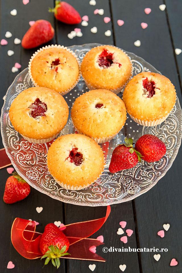 muffins-cu-inima-de-capsune