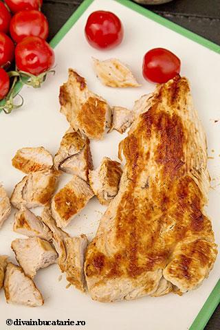 salata-italiana-de-paste-tricolore-cu-pui-3